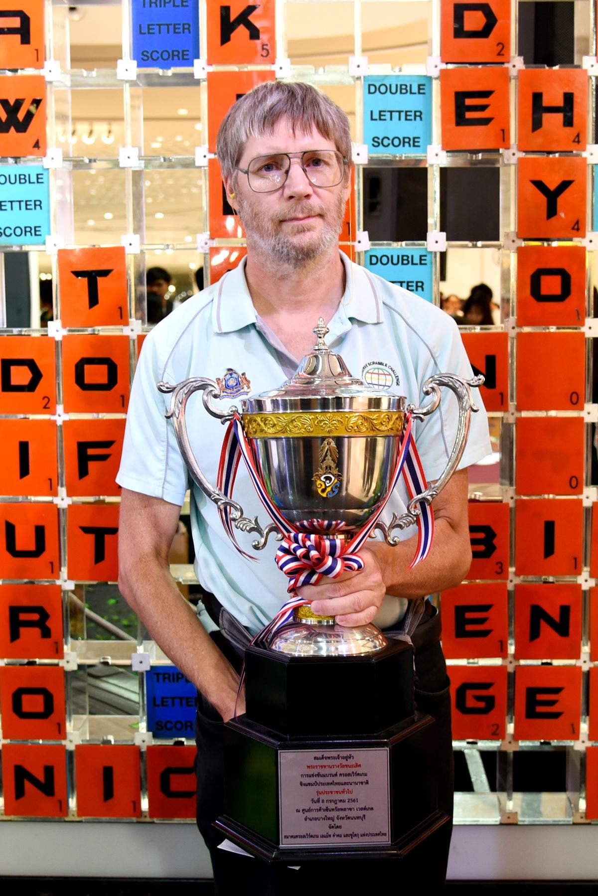 ไนเจล ริชาร์ดส แชมป์โลกครอสเวิร์ดคนปัจจุบัน