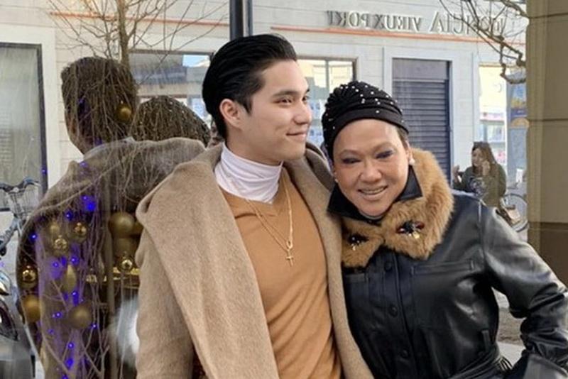 ฟอร์ด-จารุเดช และคุณแม่อมรสิริ บุญญสิทธิ์_resize